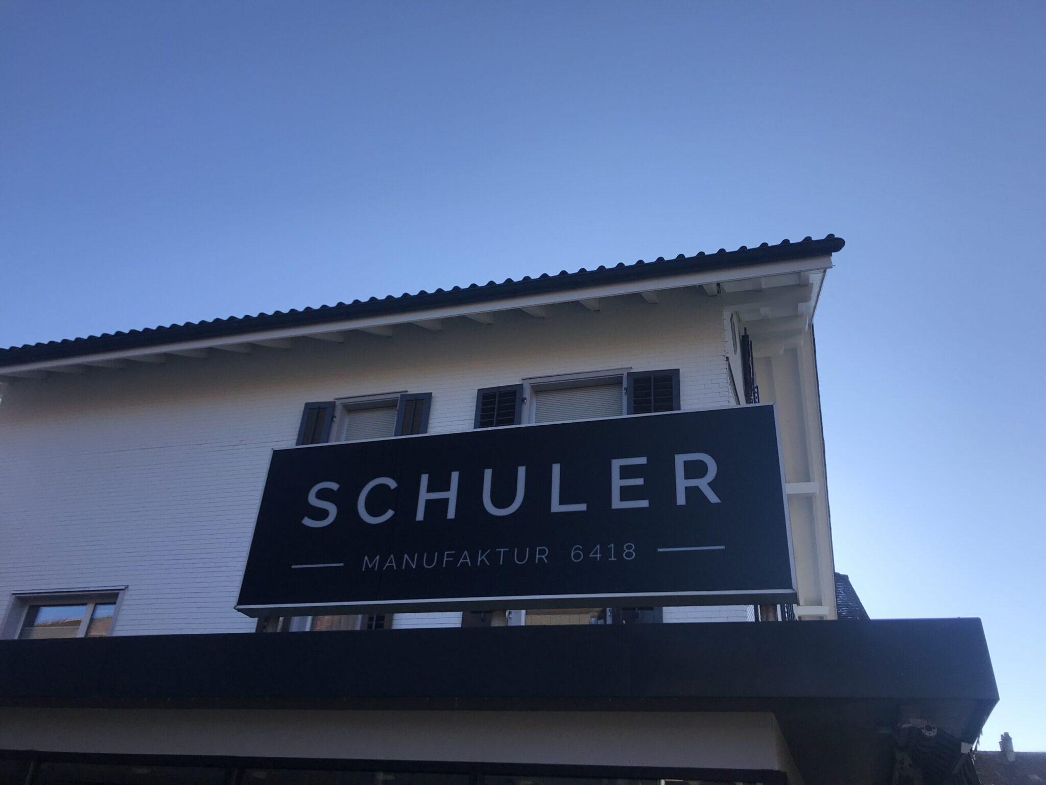 Die Kleider werden bei Schuler Manufaktur in Rothenthurm in der Schweiz genäht.